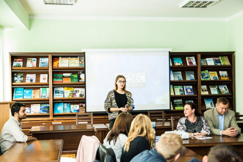 Молодь ТНЕУ поспілкувалася з представниками Міжнародної молодіжної організації AIESEC